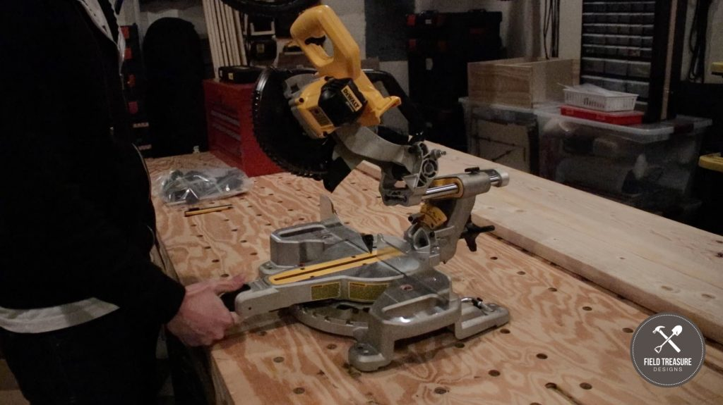 DEWALT 20V MAX 7-1/4-Inch Miter Saw Unboxing and Review